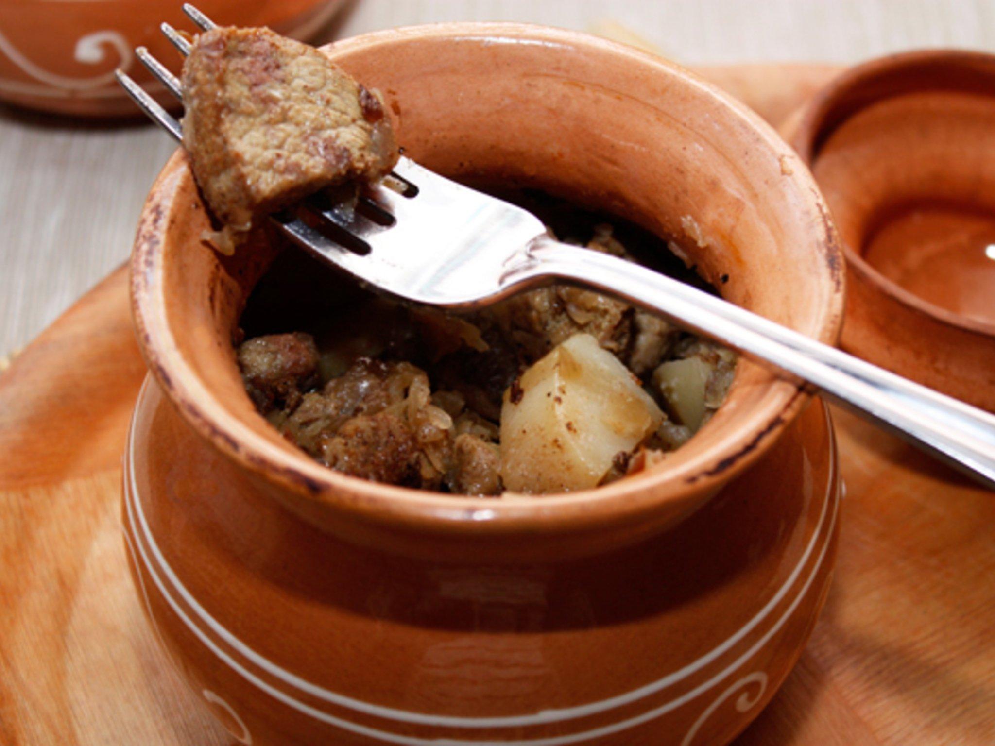 Рецепт жаркое в горшочках из говядины пошагово с
