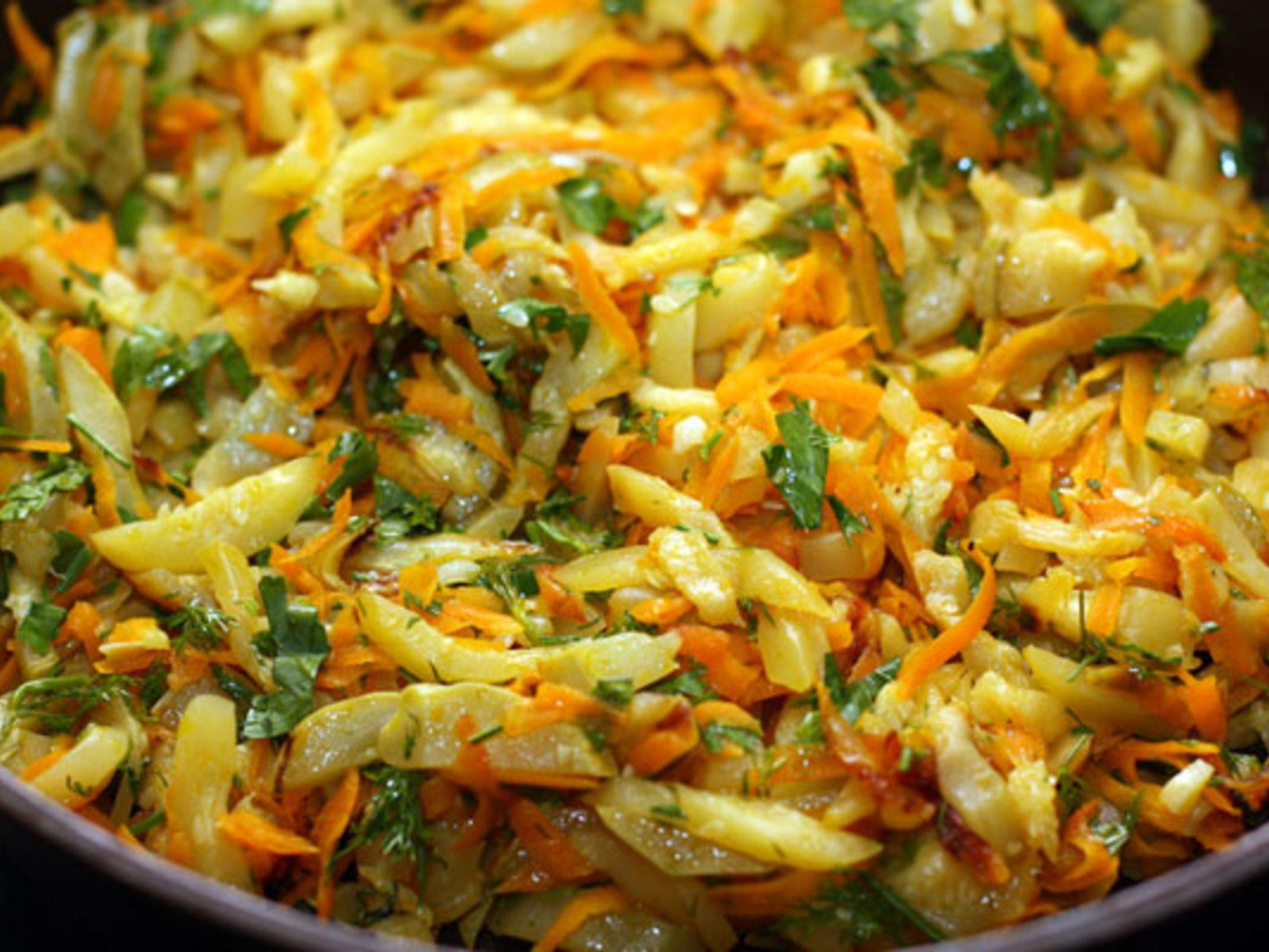 кабачки с картошкой и капустой тушеные