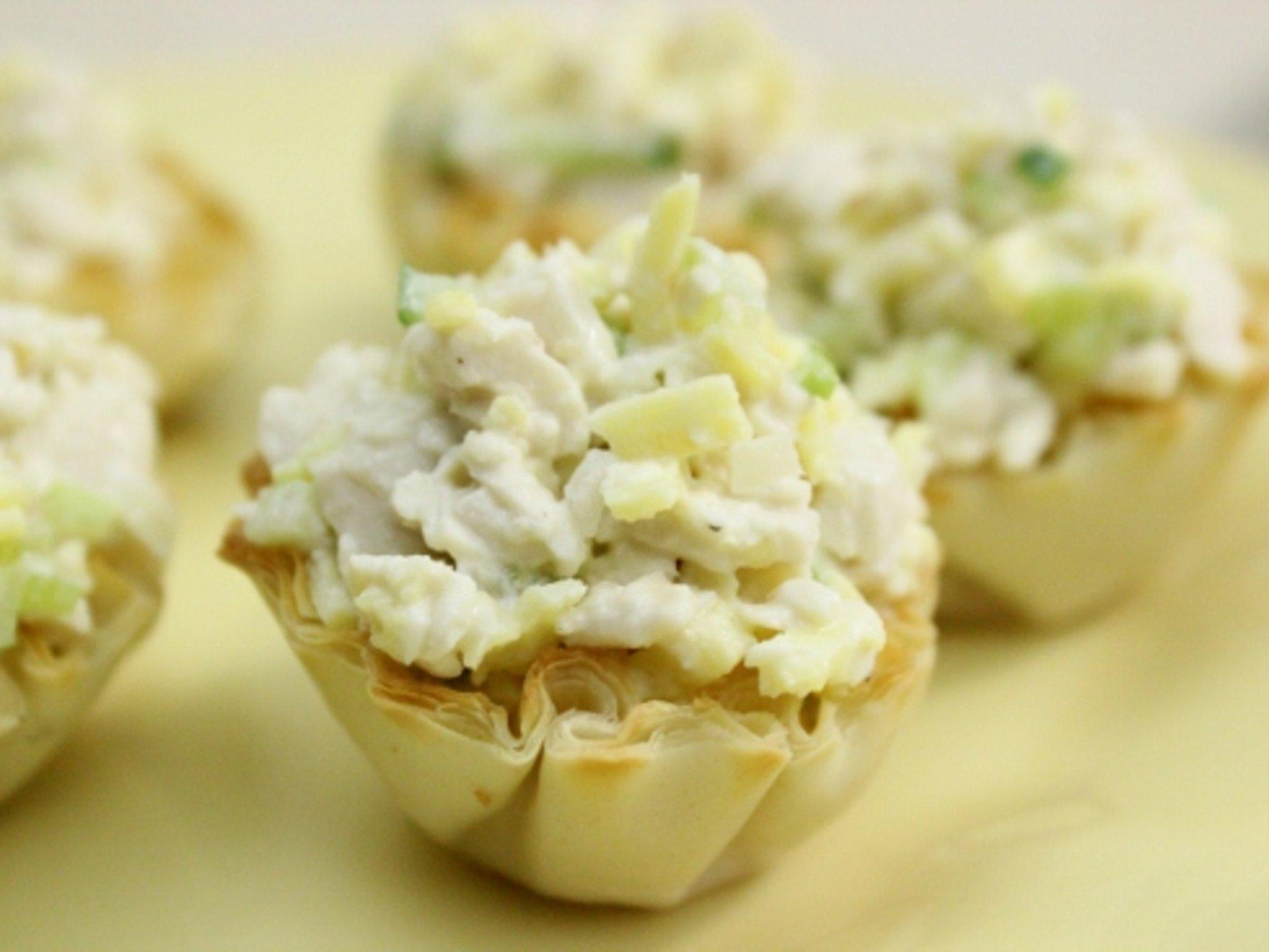 Салат из курицы с ананасом рецепт очень вкусный в тарталетках