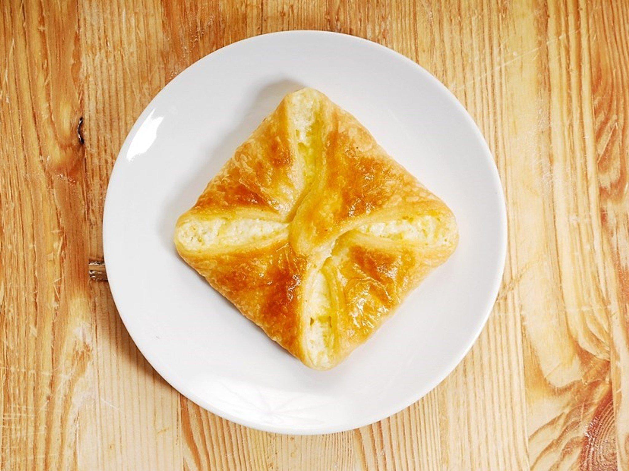 Хачапури с сыром из слоеного дрожжевого теста в духовке рецепт пошагово