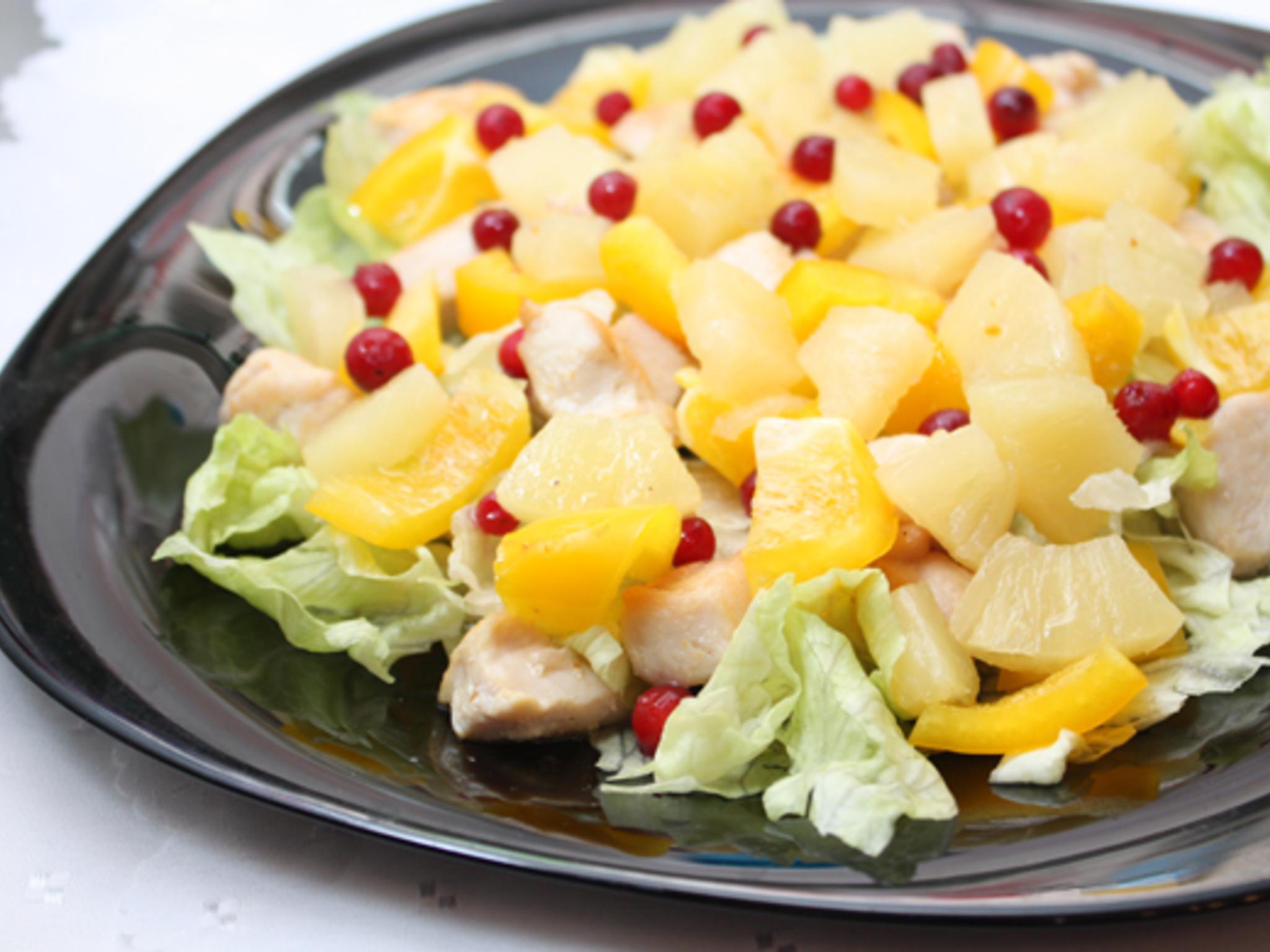 Салаты с мясом и ананасами