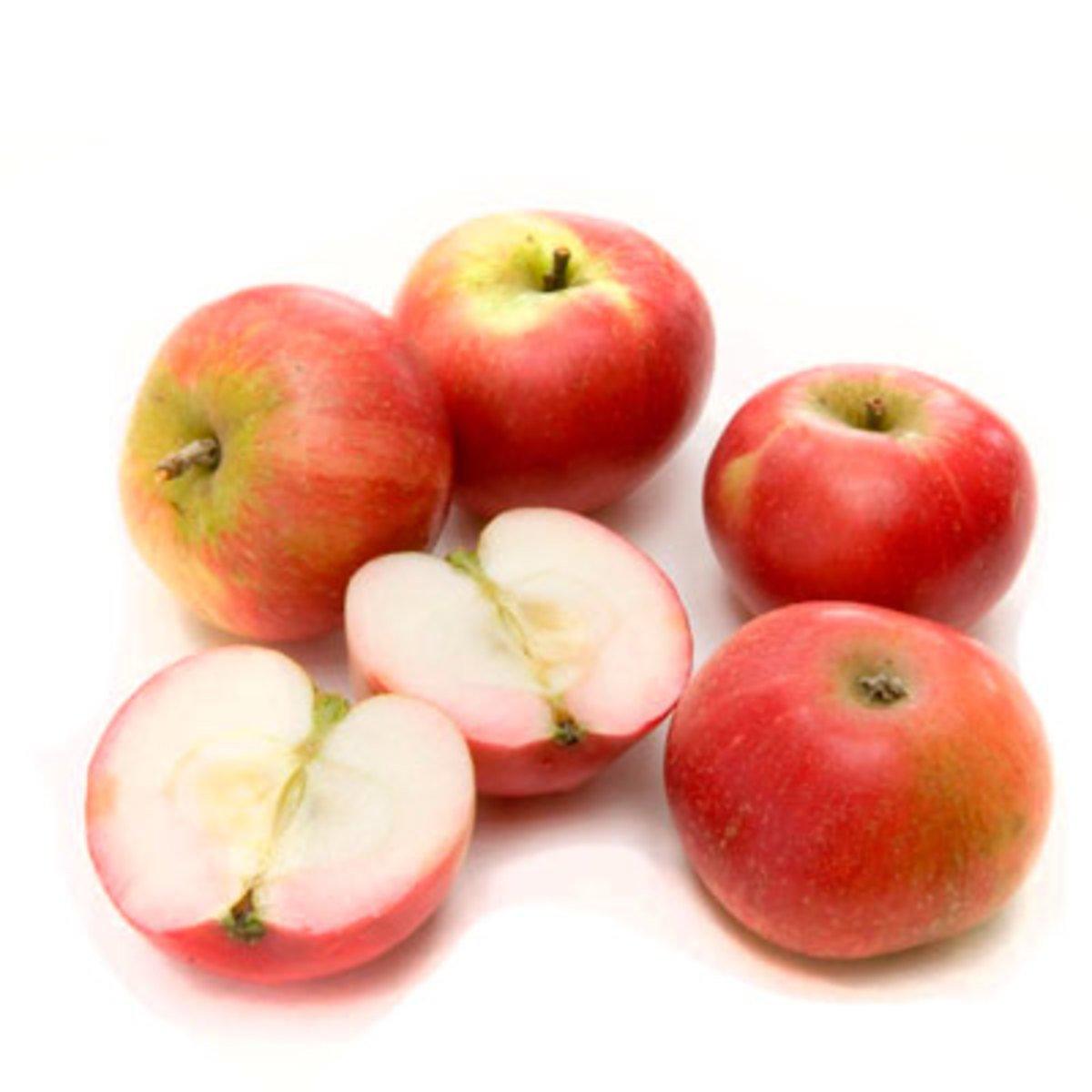 Домашние красные яблоки